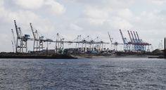 Blick auf den Hamburger Hafen, auf der Fähre entlang der Großen Elbstraße   View of the Port of Hamburg on a ferry boat alongside the Große Elbstraße   23/02/15