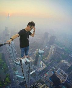 Travel Discover On the top of the world in your black t shirt. Nothin beat that! Unbelievable Pictures Amazing Pics Cool Pictures Cool Photos Selfies Strange Photos To Infinity And Beyond Parkour Extreme Sports Unbelievable Pictures, Amazing Pics, Cool Pictures, Cool Photos, Action Pose Reference, Action Poses, Selfies, Scary Places, Strange Photos