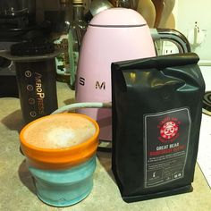 Have been off coffee the last while but then I got this gorgeous PINK SMEG kettle and discovered the joys of an @aeropressph latte made with @galileocoffee Great Bear Rain Forest Blend - SO GOOD!! #aeropress #smeg #lattee #coconutmilk #greatbear #galileocoffee #buylocal #supportlocal #vegan http://ift.tt/1Vbg53z