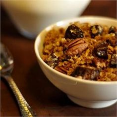 This easy-to-make granola is perfect for colder months and will make your house smell amazing with toasty notes of pecans, sweet maple, and spicy cinnamon. Top it off with chopped dates for added sweetness. Crock Pot Cooking, Easy Cooking, Brunch Recipes, Breakfast Recipes, Breakfast Ideas, Free Breakfast, Maple Pecan Granola Recipe, Slow Cooker Recipes, Crockpot Recipes