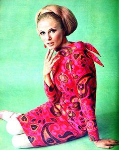 Fashion feature in Dutch magazine Margriet, November 1966. (♥)