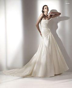 Traje de novia linea A con cuerpo drapeado.