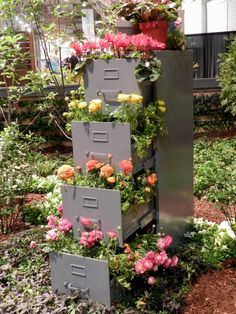 You have a small garden but do not know how to decorate. Only with a few steps and re-purposed stuff you can create a beautiful flower tower. These Beautiful DIY Flower Tower Ideas are perfect ways to brighten up your yard. Big Garden, Garden Show, Garden Art, Garden Design, Garden Drawing, Diy Flowers, Flower Decorations, Flower Pots, Garden Decorations