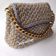 Crochet Handbags, Crochet Bags, Knitted Bags, Knit Crochet, Embroidery Stitches Tutorial, Crochet Stitches, Handmade Handbags, Handmade Bags, Crochet Designs