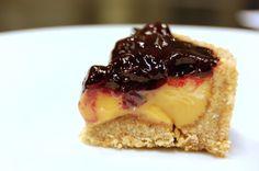Tærte med lakridscreme og bær