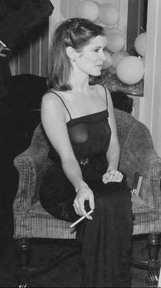 Carrie Fisher smoking a cigarette Leia Star Wars, Star Wars Princess Leia, Star Wars Art, Star Trek, Carrie Frances Fisher, Debbie Reynolds Carrie Fisher, The Blues Brothers, Cinema Tv, Star Wars Girls