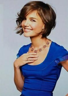 Katie Holmes has some great short haircuts in a variety of styles and all looks great. Katie Holmes made big headlines when her relationship with the much older Tom Cruise was made public and then the subsequent marriage as well. Medium Thin Hair, Bobs For Thin Hair, Short Thin Hair, Short Hair Cuts, Short Hair Styles, Modern Bob Hairstyles, Popular Short Hairstyles, Celebrity Hairstyles, Easy Hairstyles