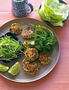 Michelle Bridges Thai fish burgers in lettuce cups (Low Carb) Healthy Cooking, Healthy Eating, Cooking Recipes, Low Calorie Recipes, Healthy Recipes, Healthy Meals, Healthy Food, Weeknight Recipes, Michelle Bridges