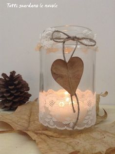 Tutti guardano le nuvole - Lanterns with glass jars recycled Glass Jars, Candle Jars, Candles, Mason Jar Crafts, Mason Jar Diy, Country Wedding Centerpieces, Concrete Candle Holders, Jar Lanterns, Theme Noel