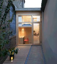 B.L.U.E. Architecture baut in Peking ein winziges Haus in eine Gasse  Vor allem in Großstädten wird Wohnraum immer mehr zu einem wertvollen Gut. Umso praktischer ist es dann, wenn ein Wohnhaus besonders klein ist. In...