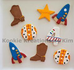 Toy Story cookies - Kookie Kreations by Kim Toy Story Baby, Toy Story Theme, Festa Toy Story, Toy Story Birthday, Sugar Cookie Royal Icing, Sugar Cookies, Toy Story Cookies, Decorator Frosting, Cookie Cake Birthday