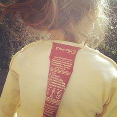 #FashRev #InsideOut Chunchino, te contamos en las etiquetas, en el packaging y en todas nuestras vías de comunicación cómo y quiénes hacen las prendas.  Por un consumo con información, por un consumo empático, por vernos en el prójimo, por el respeto a la vida y a nuestro mundo
