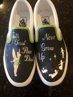 Schuhe Tinkerbell / Peter Pan hand painted custom transporter shoes - - Bow tie – It's differ Disney Painted Shoes, Painted Canvas Shoes, Custom Painted Shoes, Painted Sneakers, Hand Painted Shoes, Painted Vans, Disney Vans, Disney Shoes, Tinkerbell Shoes