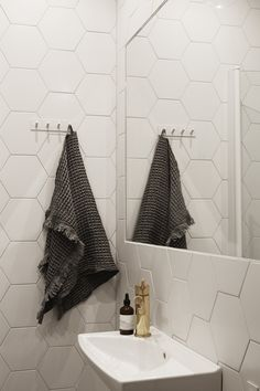 Hexagon. Tile. Bathroom. Fantastic Frank Real Estate.