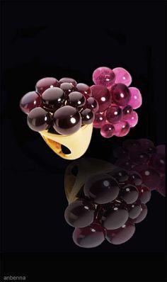 Pomellato - Ring with garnet boules