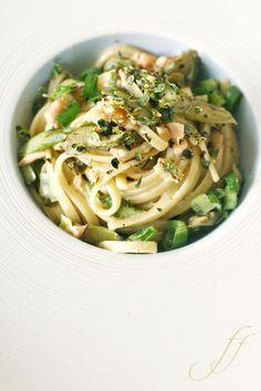 Pasta mit grünem Spargel und Lachs