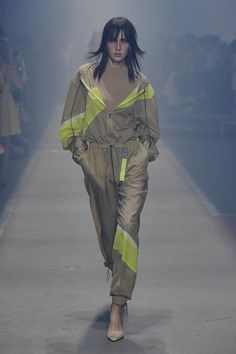 Hugo Berlin - Spring Summer 2019 Ready-To-Wear - Shows - Vogue. Fashion Week Berlin, Berlin Street Style, Trekking Outfit, Climbing Outfits, Hugo By Hugo Boss, Fashion Show, Fashion Outfits, Mens Fashion, Fashion Clothes