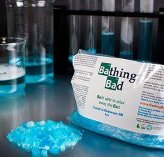 Sais de banho inspirados em Breaking Bad. Quem viu a série, sabe do que estou falando. Elaborados a partir de ingredientes naturais e em condições controladas, os Bathing Bad tem uma pureza superior aos sais de banho que você encontra em qualquer esquina. Feito em Albuquerque, NM.