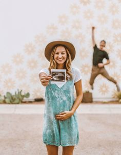 cute is this baby announcement? How cute is this baby announcement? -How cute is this baby announcement? Pregnancy Announcement Photos, Pregnancy Photos, Pregnancy Info, Second Pregnancy, Announce Pregnancy, Cute Baby Announcements, Were Pregnant Announcement, Baby Boy Announcement, Funny Pregnancy