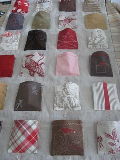 Here's a fanciful way to use up leftover fabric and create an Advent calendar with a small treat. Christmas Bunting, Christmas Sewing, Christmas Deco, All Things Christmas, Christmas Time, Christmas Crafts, Make An Advent Calendar, Diy Calendar, Calendrier Diy