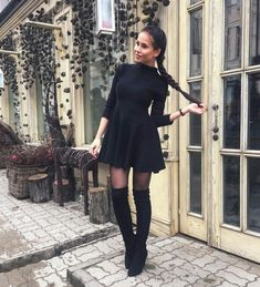 Keep your white sneaks white. Best Leggings, Work Attire, Autumn Winter Fashion, Winter Style, Sexy Outfits, Dress Skirt, Fashion Forward, Winter Outfits, Clothes For Women