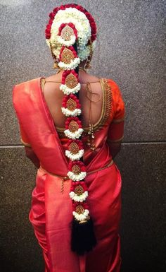 Traditional hairstyle by Swank Studio. Braid with fresh flowers. South Indian Wedding Hairstyles, Bridal Hairstyle Indian Wedding, Bridal Hairdo, Indian Bridal Makeup, Indian Hairstyles, Hairdo Wedding, Hair Design For Wedding, Traditional Hairstyle, Bridal Hair Flowers
