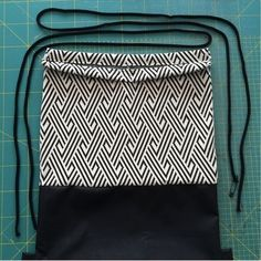 Best 12 Get farmer's market ready with our sewing tutorial for reusable produce bags… – SkillOfKing. Sewing Projects For Beginners, Sewing Tutorials, Diy Bags Tutorial, Drawing Bag, Diy Backpack, Pouch Pattern, Diy Handbag, Produce Bags, Patchwork Bags