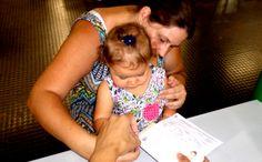 Nayalla Neves Gialluca, de 1 ano e 1 mês, esteve no Poupatempo Campinas Shopping para tirar a sua primeira Carteira de Identidade. Acompanhada da mãe, Nicolly e da avó Eugênia, ela encheu o Poupatempo de alegria. Parabéns para a Nayalla e para a família.