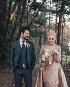 dresses hijab muslim couples the bride Hijabi Wedding, Muslimah Wedding Dress, Muslim Wedding Dresses, Hijab Bride, Wedding Couple Poses Photography, Wedding Poses, Wedding Photoshoot, Wedding Couples, Hair Wedding