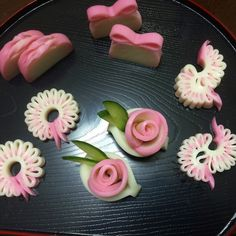 Those roses are so cute! Cute Snacks, Cute Food, Yummy Food, Japanese Sweets, Japanese Food, Food Sculpture, Food Carving, Bento Recipes, Party Dishes