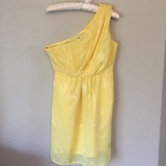 Yellow Dress Yellow one shoulder dress. Purchased from LuLu's. Excellent condition. Dress is lined and has no flaws. No trades please. Bundle and save! Lulu's Dresses One Shoulder