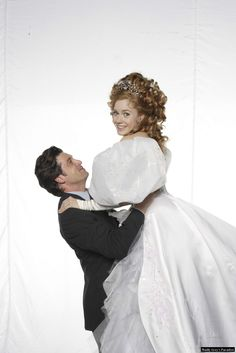 """Patrick Dempsey as Robert and Amy Adams as Giselle in an official photoshoot for """"Enchanted"""""""