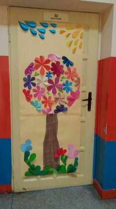 Classroom Decor Themes, Classroom Door, Preschool Decor, Preschool Activities, Art For Kids, Crafts For Kids, School Doors, Class Decoration, Art N Craft