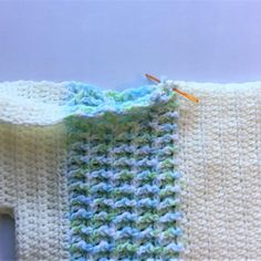 Easy crochet for beginners. Free crochet pattern and video for this easy, lightweight crochet summer top. Learn the fun front post double crochet. Crochet Tees, Crochet Hook Sizes, Easy Crochet, Crochet Stitches, Crochet Hooks, Free Crochet, Crochet Patterns, Front Post Double Crochet, Half Double Crochet
