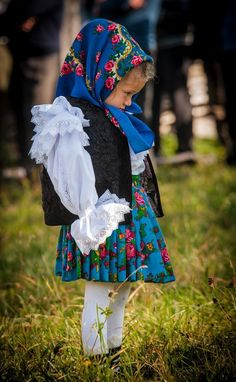 Folk Costumes of Maramures. Romania People, Kind Photo, Romanian Girls, Visit Romania, Ukrainian Dress, Prom Dres, City People, Baby Faces, Beautiful Costumes