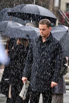 Leonardo Dicaprio looking classy nd sad in rain Beautiful Boys, Gorgeous Men, Leonardo Dicapro, Leo And Kate, Young Leonardo Dicaprio, Leo Love, Best Actor, Titanic, Photos