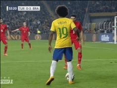 Sports Discover Willians incredible elastico for Brazil. Soccer Jokes, Soccer Gifs, Super Football, Football Gif, Liverpool Fc Champions League, Fifa, Football Training Drills, Soccer Motivation, Soccer Skills