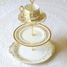 Alice Sips Golden Tea tidbit stand