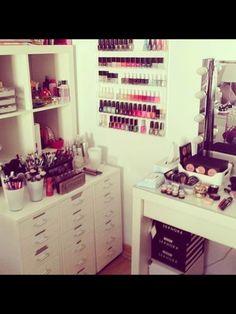 Makeup vanity ideas beauty room heavens Ideas for 2019 Decoration Inspiration, Room Inspiration, Decor Ideas, Rangement Makeup, Make Up Storage, Vanity Room, Vanity Set, Glam Room, Makeup Rooms