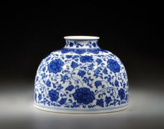 A Blue & White Taibai Vase in Qianlong Style, Republic Period, height: 14 cm, width: 9.5 cm
