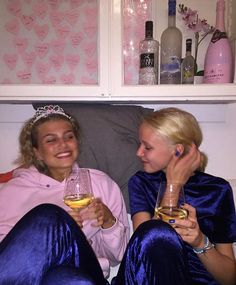 Put juice in the wine glasses Bff Goals, Friend Goals, Teenage Wasteland, Teenage Dirtbag, Photocollage, After Life, Gal Pal, Teenager, How To Pose