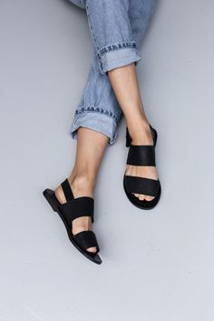 Perfect for everyday the Jun Black Leather Sandal gives comfort and style.  Soft Leather, a heel strap for extra support, Leather lining and a non-slip sole make the Jun sandal a must have for your summer wardrobe.