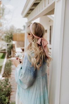 Simple ribbon headband style which is perfect spring and summer! #headwraps Bobby Pin Hairstyles, Headband Hairstyles, Summer Hairstyles, Pretty Hairstyles, Braided Hairstyles, Blonde Hairstyles, Quiff Hairstyles, Hairstyles 2016, Hair Scarf Styles