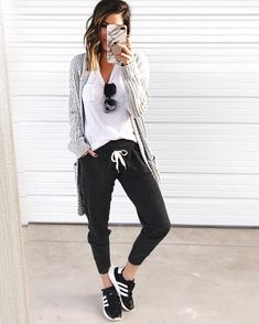 Black Joggers Outfit Picture thesisterstudioig comfy casual looks outfitoftheday Black Joggers Outfit. Here is Black Joggers Outfit Picture for you. Black Joggers Outfit pull on pants in 2019 cute outfits with leggings sporty. Legging Outfits, Black Joggers Outfit, Jogger Pants Outfit, Athleisure Outfits, Sporty Outfits, Mom Outfits, Sporty Style, Fall Outfits, Adidas Joggers Outfit