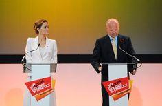 Pin for Later: Après avoir joué la méchante dans Maleficient, Angelina Jolie redevient la bienfaitrice qu'on connaît !