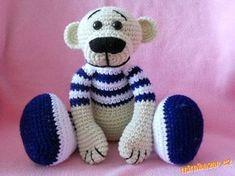 Materiál: Lada luxus (100g/230m), asi ¾ klubíčka béžové, ½ klubíčka bílé, zbytek modré na pruhy,zbyt... Crochet Bear, Crochet For Kids, Crochet Animals, Crochet Dolls, Homemade Toys, Homemade Crafts, Diy Crafts, Fabric Toys, Bear Toy