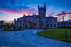 Sleep in an Irish castle! Like this beautiful one in Lough Eske along the #WildAtlanticWay