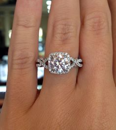 Verragio INS-7070CU-GOLD Diamond Engagement Ring dream ring! Cushion cut with a halo Le croisé sur les cotés