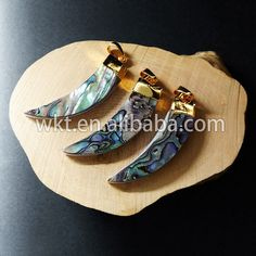 WT-P528 Wholesale Natural abalone shell horn pendant with gold