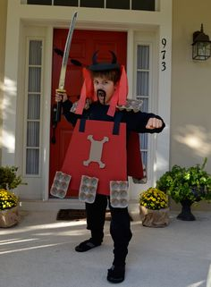 This unique kid samurai costume is made with two surprising household items. #halloween #halloweencostumes